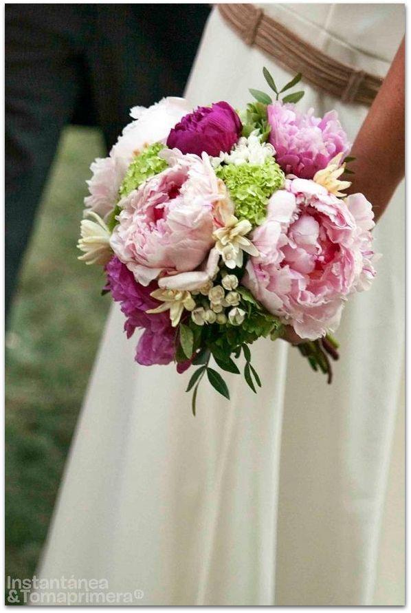 ramos de novia originales peonias rosas burdeos
