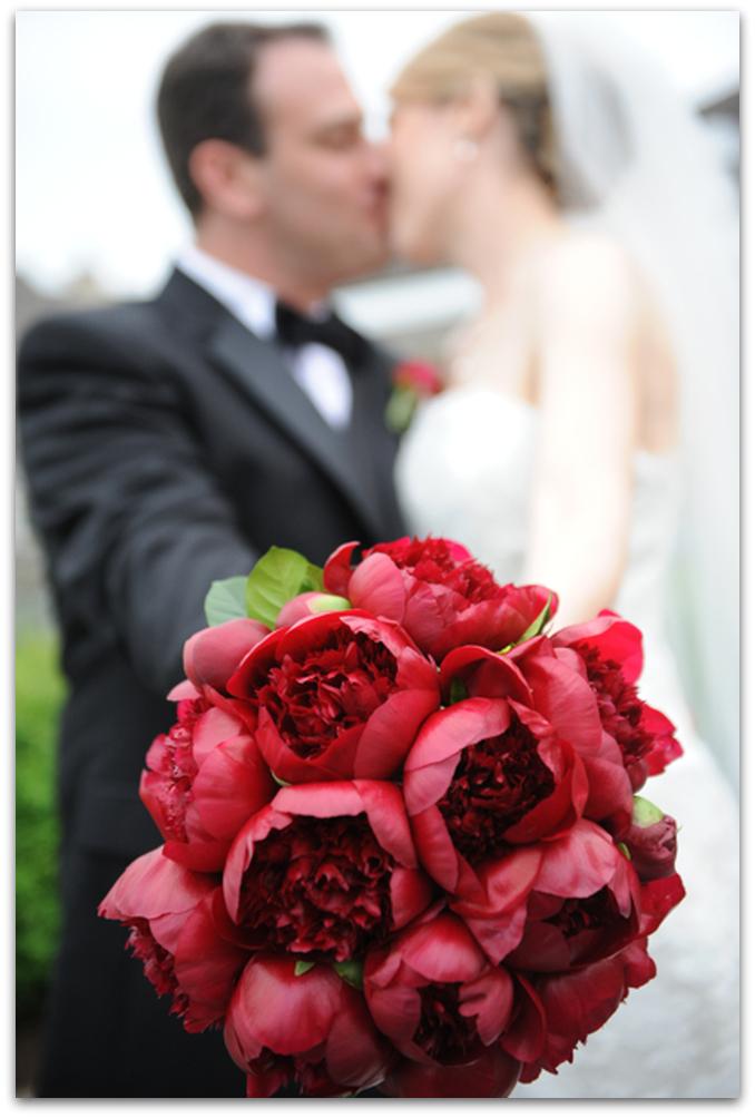 ramos de novia originales peonias rojas