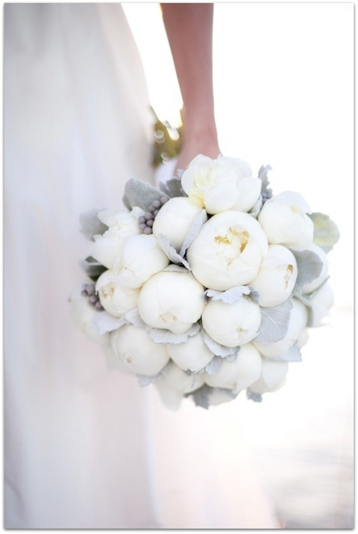ramos de novia originales peonias blancas