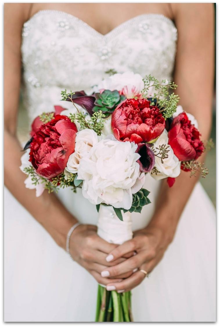 ramos de novia originales peonias rojas blancas